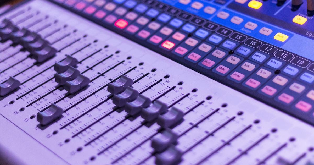 ラジオのBGMにはYouTubeオーディオライブラリとFacebookサウンドコレクションがオススメ