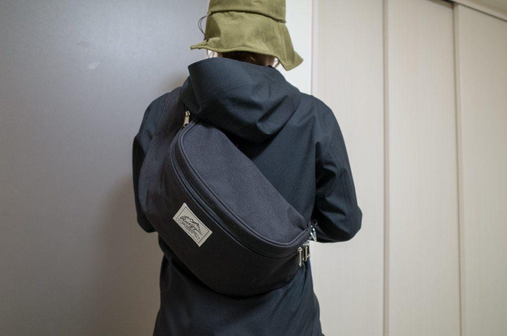 レイドジャパン「スイッチバッグ」背負った様子