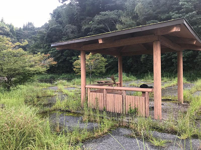 竹山ダムの東屋