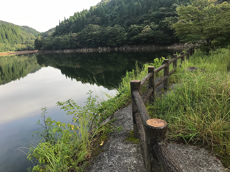 竹山ダムの東屋周辺